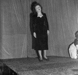 Edith Piaf Singing, Full Length