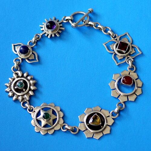 серебряный браслет ручной работы с натуральными камнями из непала с чакровой символикой