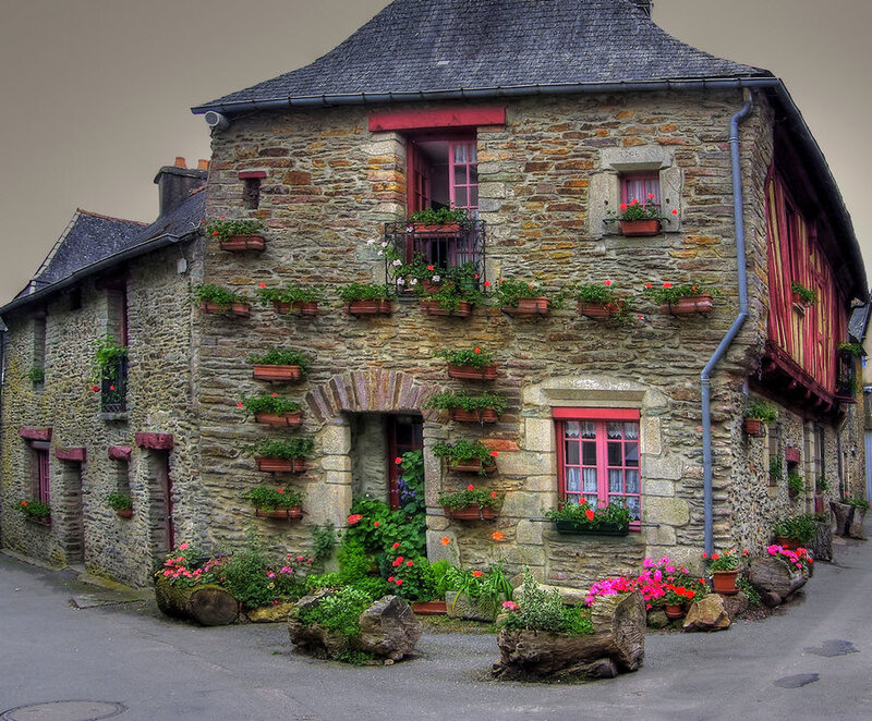 еще один старинный европейский домик