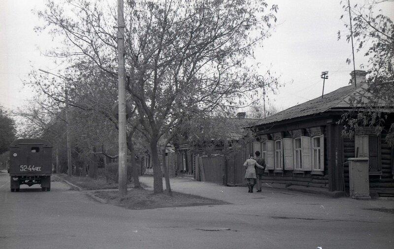 пожелал старые фотографии улицы коммуны ними столиком сидели