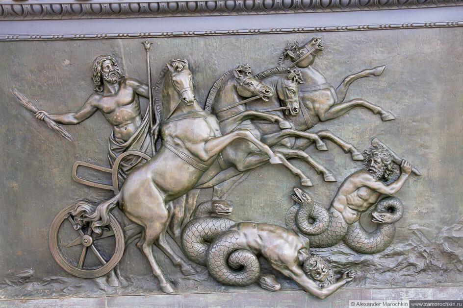 Барельеф на фасаде дворца Ахиллеон