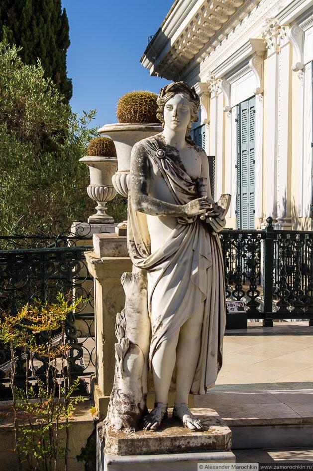 Женский скульптурный портрет. Дворец Ахиллеон