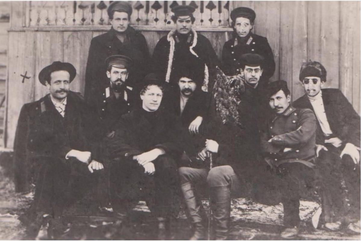 Руководитель группы политических ссыльных Багдатьев Сергей Яковлевич (обозначен крестиком)