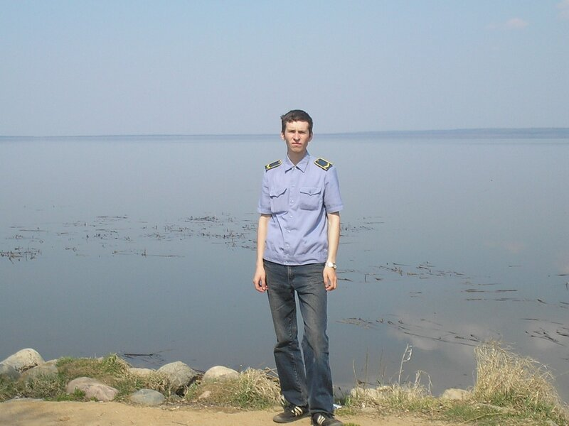 товарищ Шуркидзе на берегу Плещеева оз.