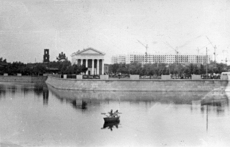 Река Миасс. Кинотеатр Родина. Заречье. Около 1970 года