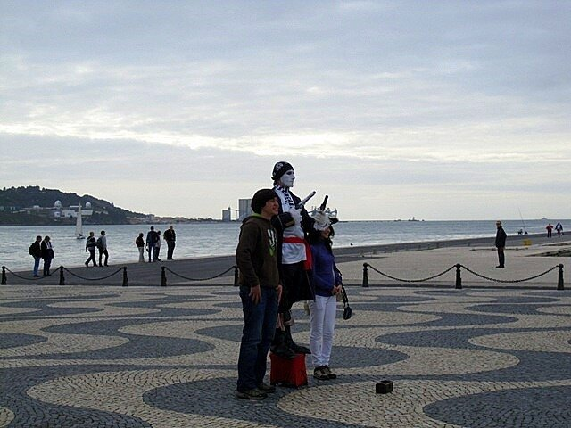Клоун Лиссабон набережная Белем