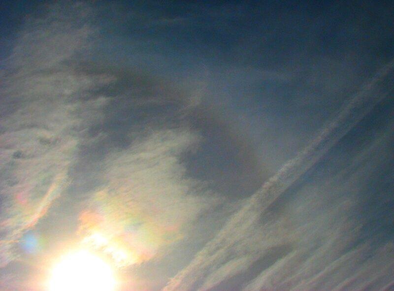 Гало и радужные облака