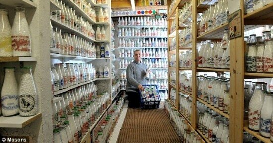 коллекция молочных бутылок