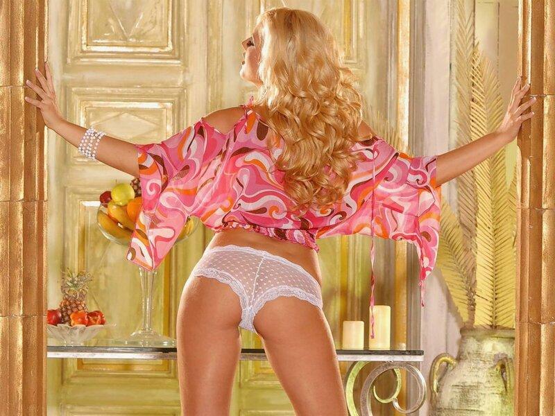 красивая и сексуальная девушка в нижнем белье
