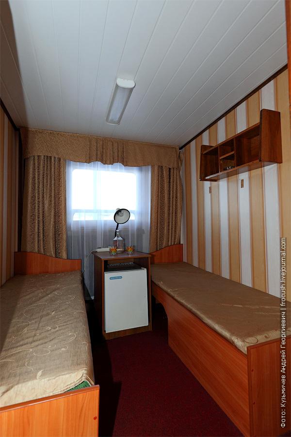 Двухместная одноярусная каюта №37 на главной палубе с удобствами (умывальник, душ, туалет). Категория каюты А2. Теплоход «Башкортостан»