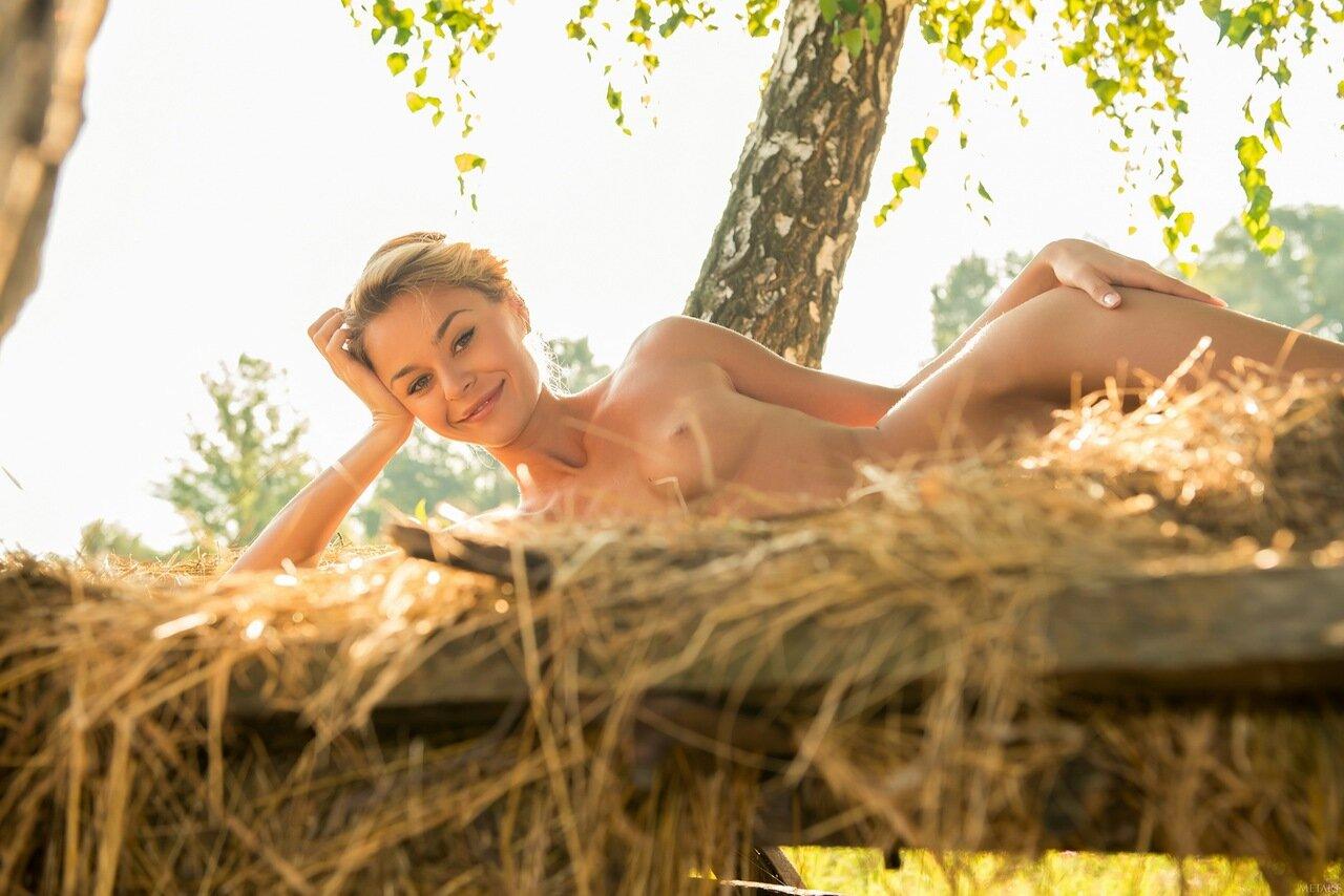 Секс на сеновалес смотреть онлайн фотоография