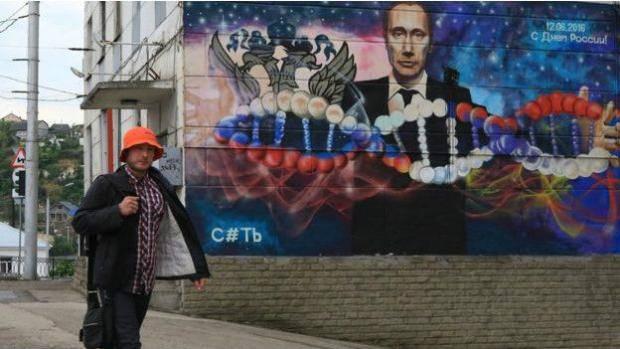 """""""В Севастополе сносят гаражи. Оккупанты не разрешают забирать даже вещи. Весь хлам пойдет за работу погромщиков. Крик из толпы: """"Да пусть (россия) отпустят нас в Турцию"""", - Крымский бандеровец"""