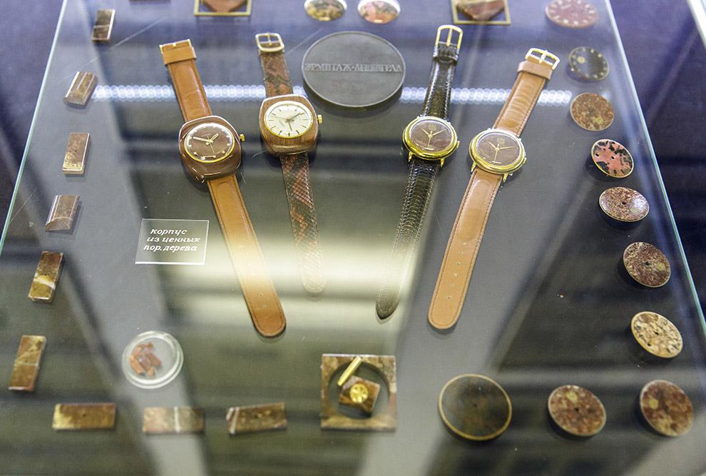 16. Процесс создания часов не простой ведь в часах несколько сот деталей.