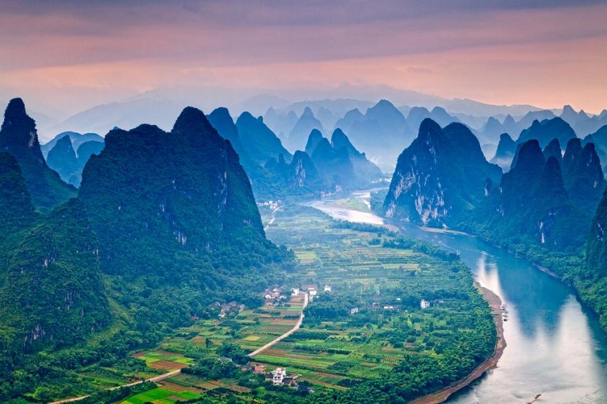 Река Ли славится не только своими великолепными пейзажами, здесь вы можете также побывать на знамени