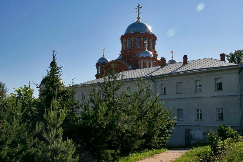 Покровский Хотьков монастырь, корпуса и Никольский собор