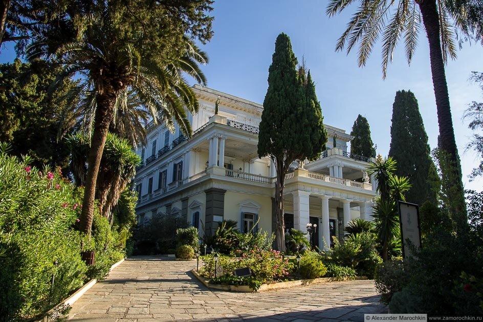 Фасад дворца Ахиллеон
