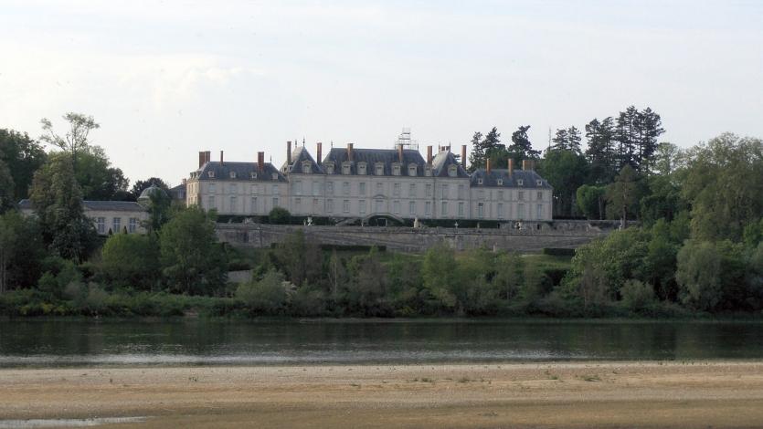 Загородный дом маркизы де Помпадур в Менаре.