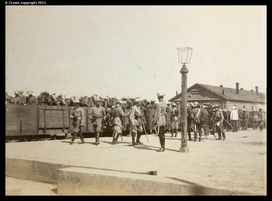 Союзные войска на железнодорожном вокзале