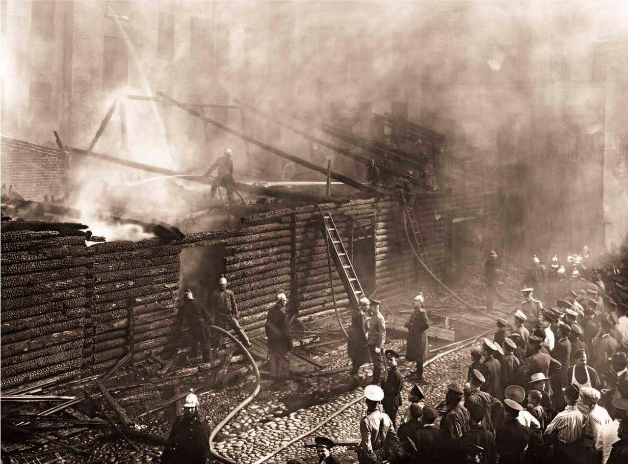 1912. Пожар дома на углу Миргородской и Кременчугской улиц Санкт-Петербурга