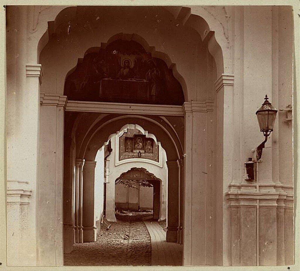 Базилианские ворота Церкви Святой Троицы