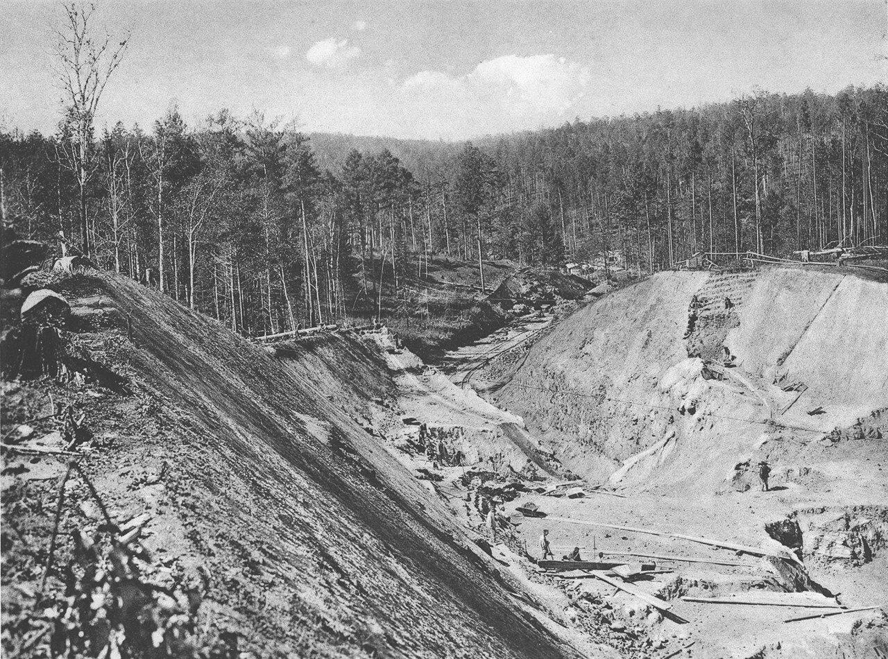 45. 2552 верста. Земляные работы выемки и насыпи. Строительный период 1909
