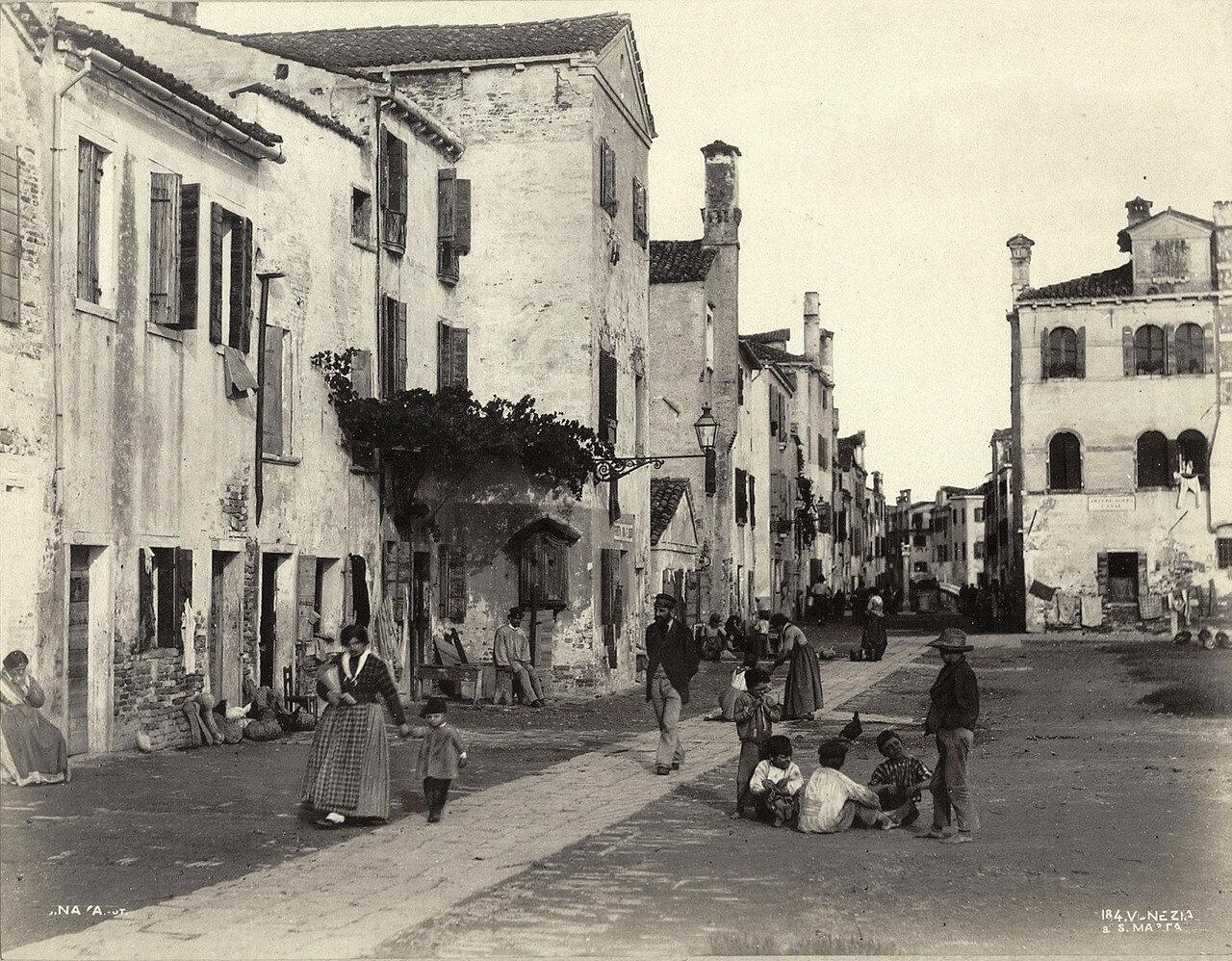 Уличная сцена. 1870