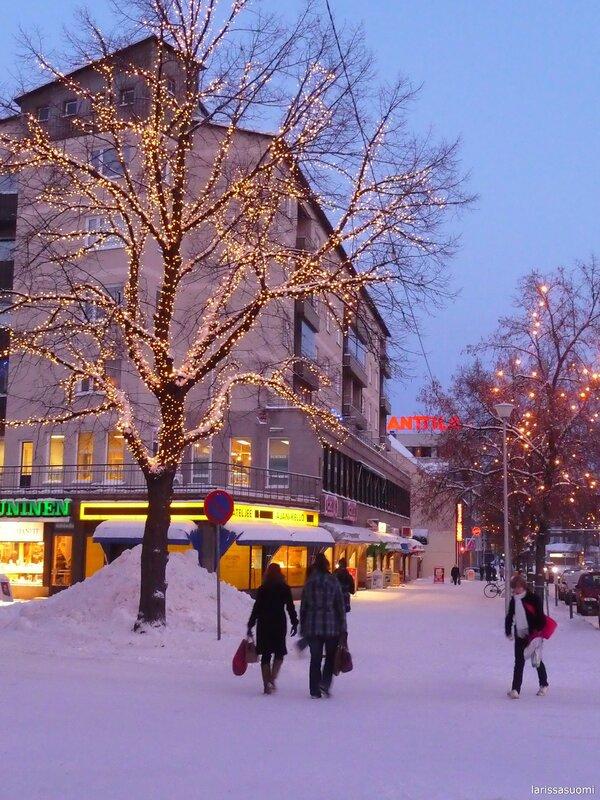 Город в рождественском уборе.