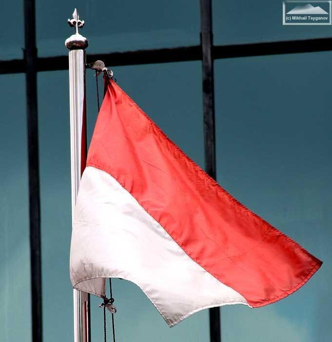 флаг красный с белым