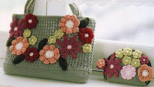 Вязаная сумка с цветами.