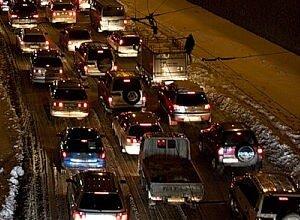 Снегоуборочная техника работает на дорогах Владивостока. Свежо предание...