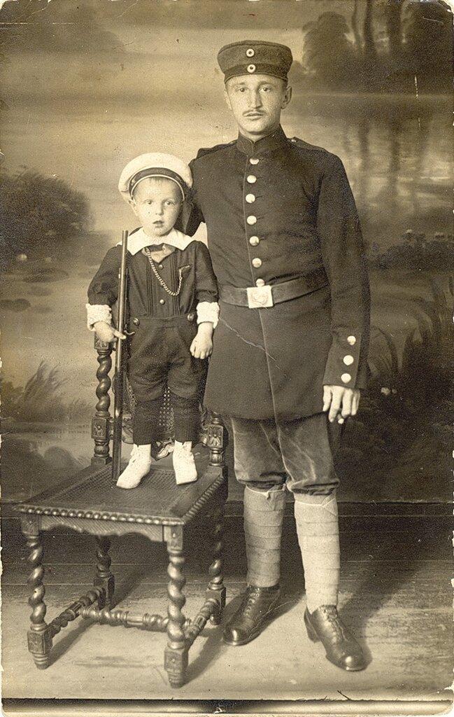 Немецкий солдат и сын