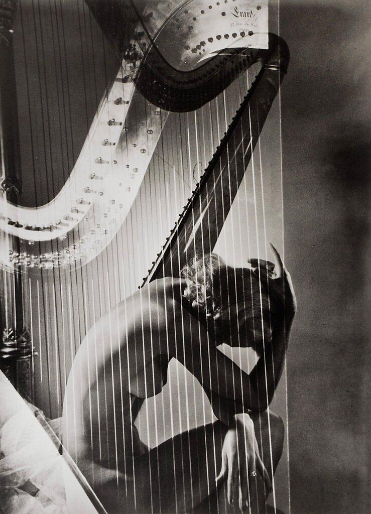 Lisa With Harp, 1939Photographer: Horst P. Horst