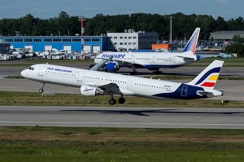 Airbus A321-211 (SX-BHT) Air Moldova D808745a