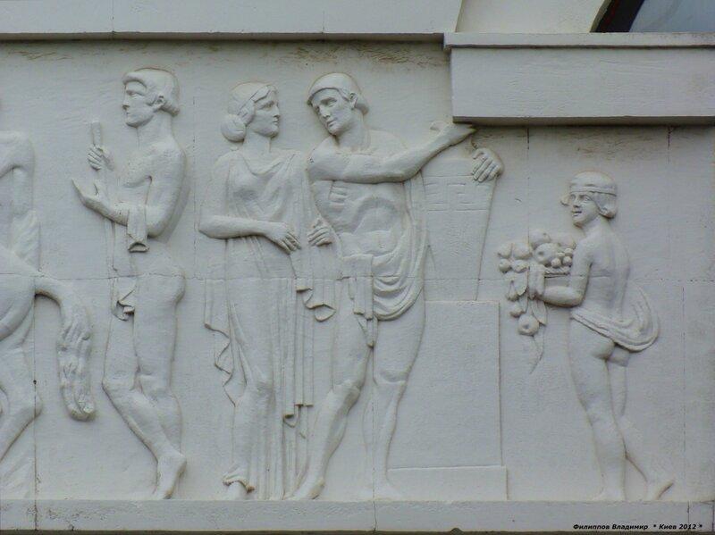 Архитектурные детали здания по ул. Владимирская 57.