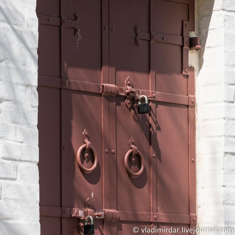 Коломенское. Дверь южного фасада комплекса Передних ворот. Фокусное 138 мм.