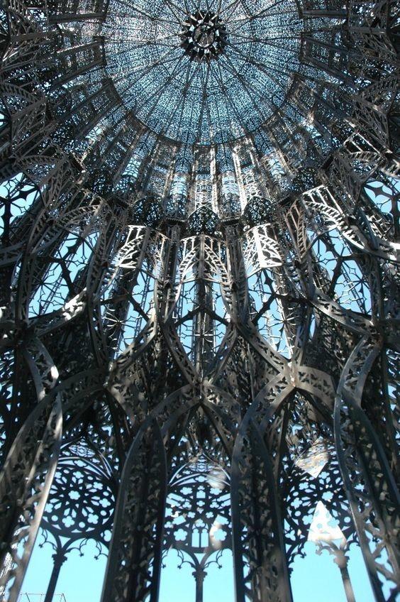 Нео-готическая башня, Париж, Франция