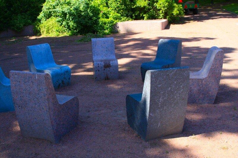 гранитные кресла