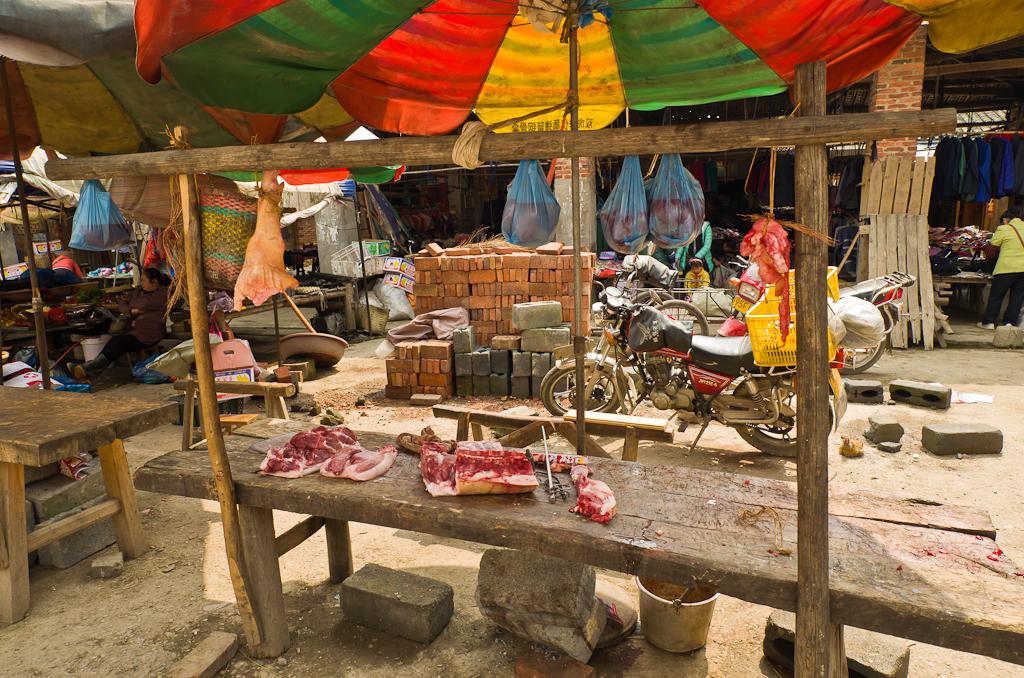 8. На продуктовом рынке деревни Ма'ан. Отчет о путешествии по Китаю дикарем. (Самъянг 14/2,8; 1/50 сек; 0 eV; А; f/10; 14 мм; 100)