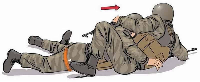 Повернуть раненого на живот и транспортировать его в укрытие в положении лежа на животе