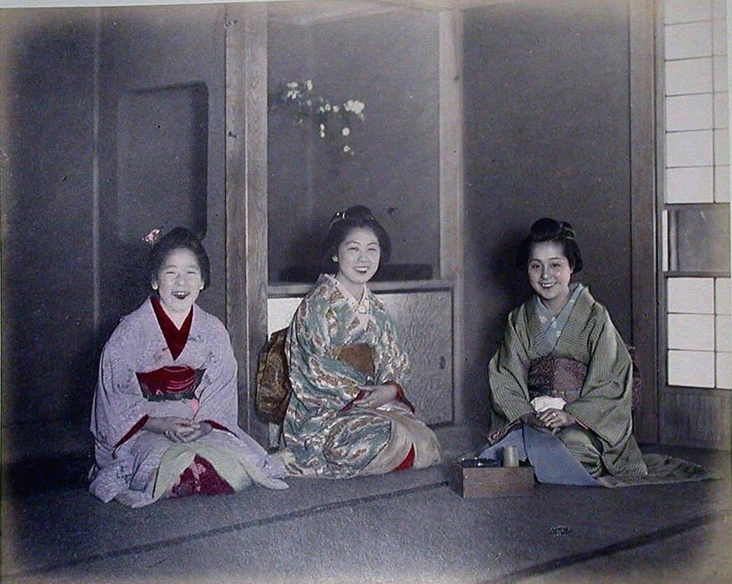 Женщины за чаем