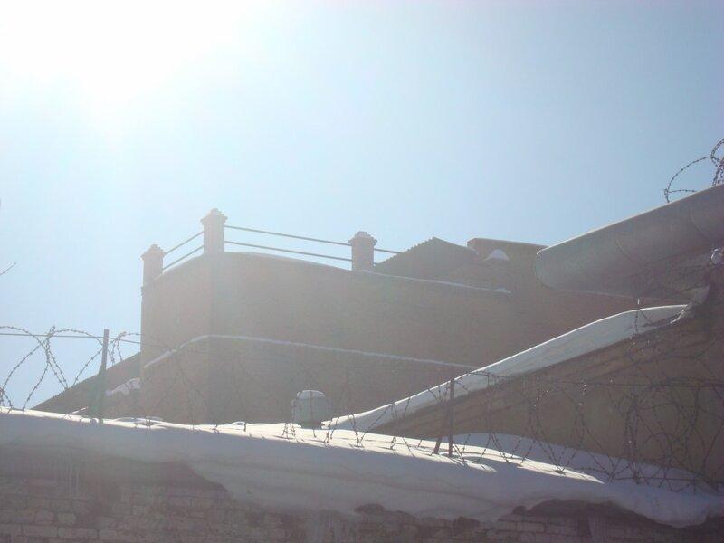 Поручень на крыше могильникова 95