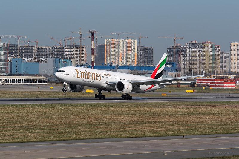 Boeing 777-31H/ER (A6-EGT) Emirates D804166