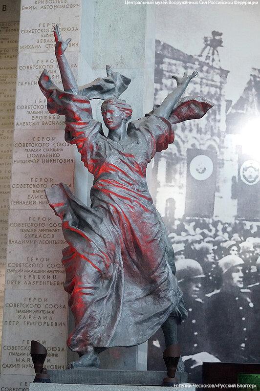 03. Музей ВС. 22.04.15.53. скульптура Победа..jpg