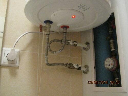 Установили новый водонагреватель Реал, подключили воду и запустили на радость заказчика