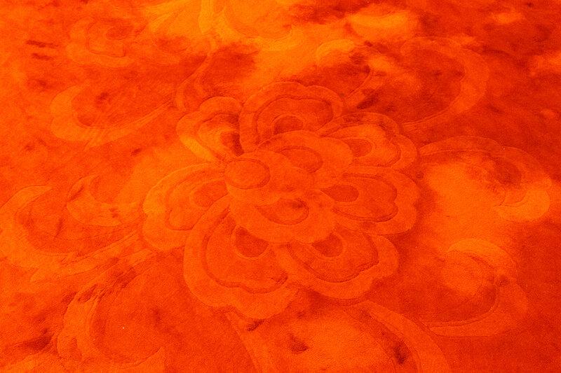 Рисунок на ковре в фойе