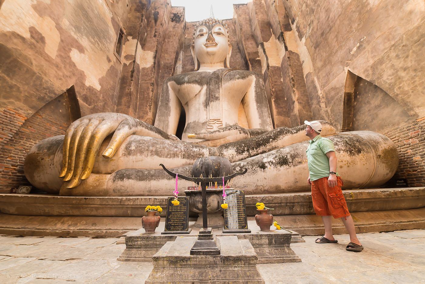Фото 27. В храме Ват Шри Чум в историческом парке Сукхотай в Таиланде.