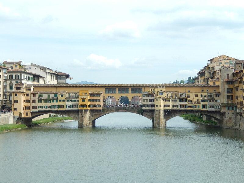 вид на мост Понте-Веккьо с северо-западной стороны (с моста Святой Троицы)