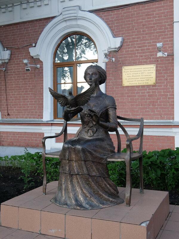 Мариинск - Памятник императрице Марии Александровне