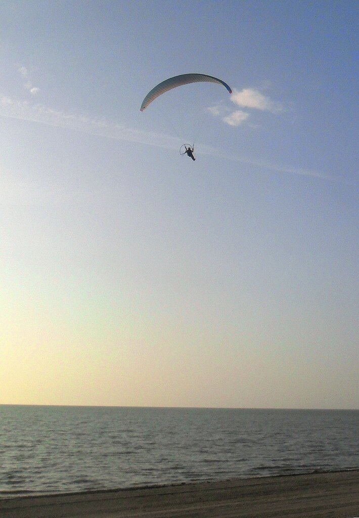 Вечер, над морем