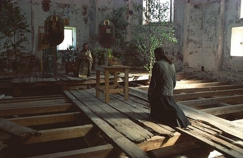 Для чего умерающии человек просит оставить крестик родственника